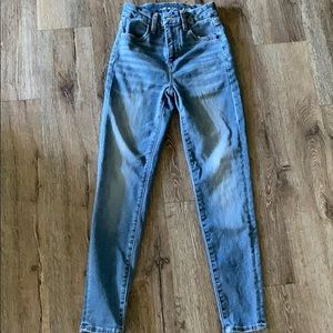 BARELY WORN American Eagle high waisted jean